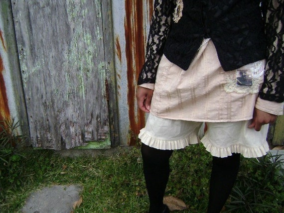 Bayou Bloomers rustic ruffle pantaloon in FRENCH VANILLA..S.M.L.PLUS.from down de bayou