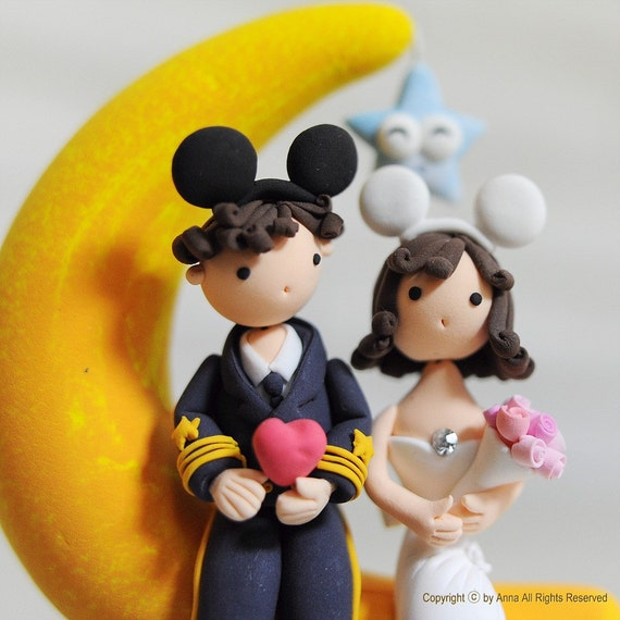 Romantic Wedding cake topper - Mickey, Minnie on the moon