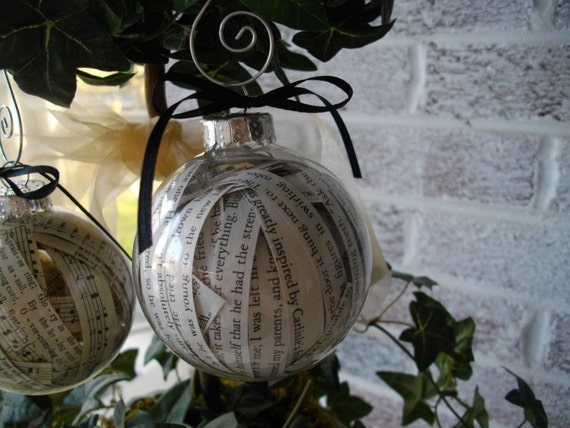 TWILIGHT SERIES Glass Ball Ornament - Eclipse,New Moon,Breaking Dawn - Filled with actual book text from book -fun gift