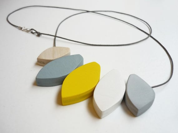 snug.blossom lemon - wooden necklace