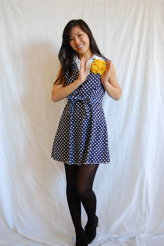 1960s Vintage Mod Navy Polka Dot Dress. Size Small