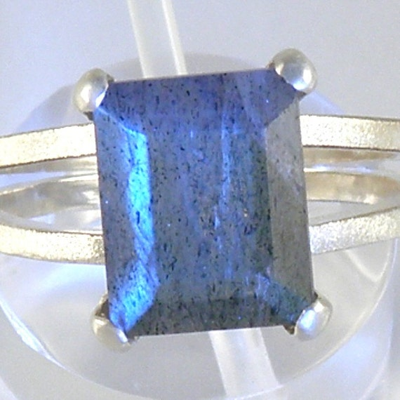 LABRADORITE - Sterling Silver Chaton Gem Ring