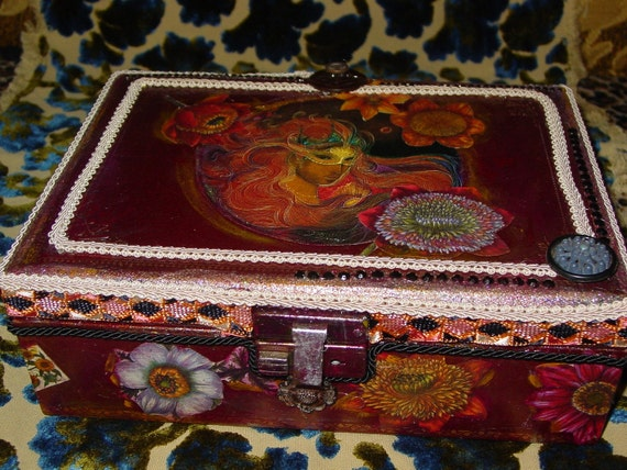 Recycled leather vintage jewelry case MAGIC  lady of  botanical flowers by C. Reinke
