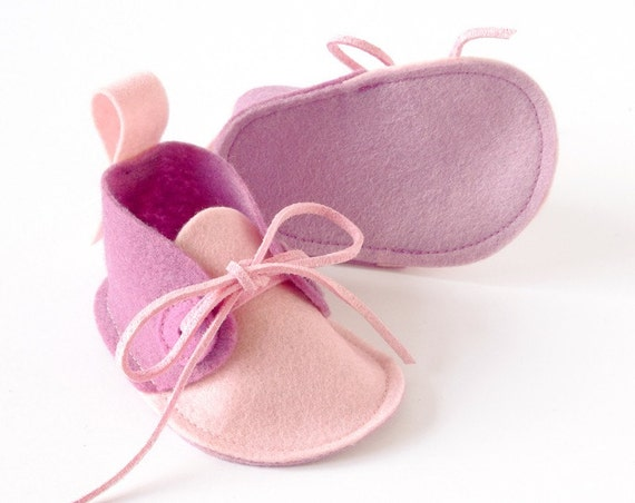 Pink baby booties - baby girl shoes in pure wool felt, newborn baby shoes, baby slippers