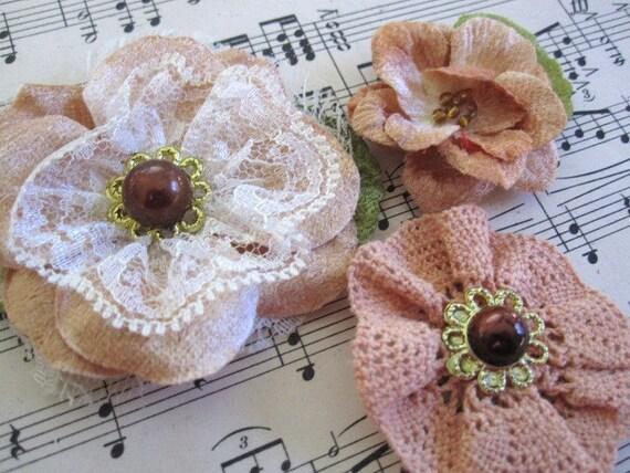 Дасти Персик Шантийи Кружева и бархатной Цветы - комплект 3 украшения цветок - Дамских, Измененные Couture, волос Цветы