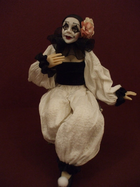 Pieretta OOAK 12th scale miniature doll created by IGMA Artisan Julie Campbell