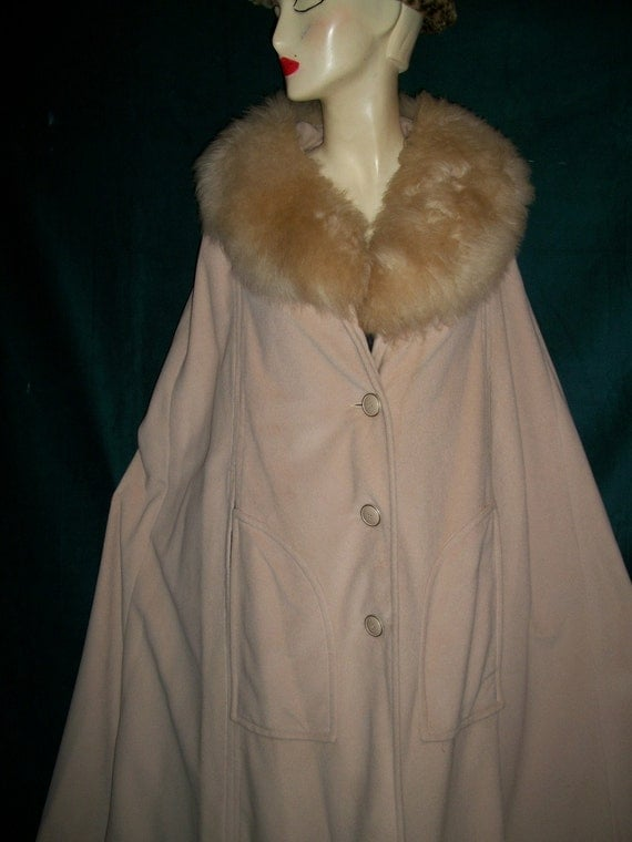 Vintage 50s Fabulous Cape with real Fur Collar