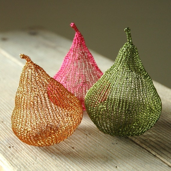 Metal wire pears in color PDF tutorial