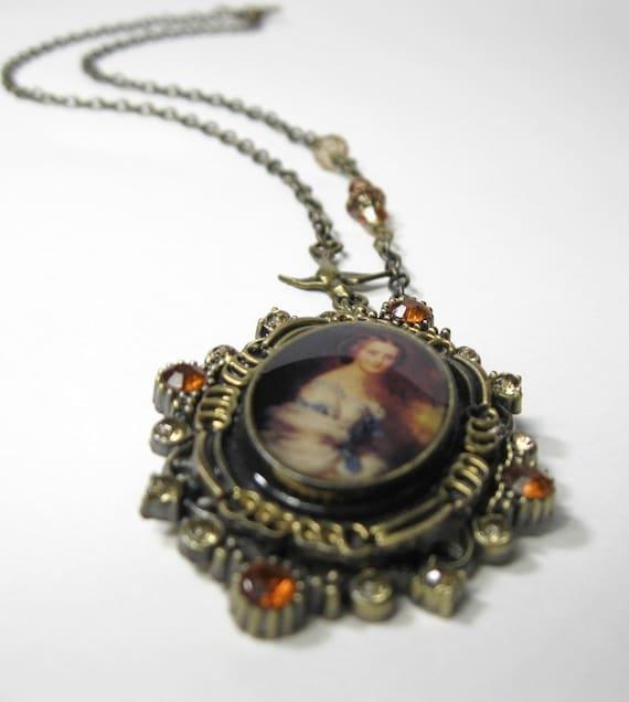 Victorian Lady Vintage Style Pendant Necklace
