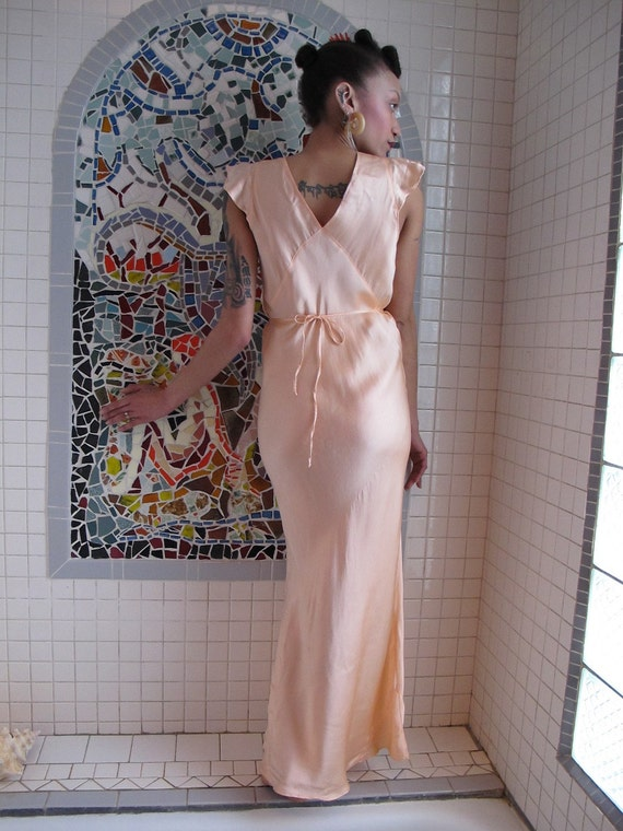 Glamour Goddess 30s 40s Peach Silk Rayon Bias Cut Nightgown M L