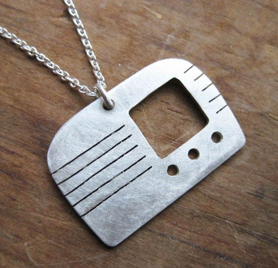 RADIO Sterling silver silhouette necklace