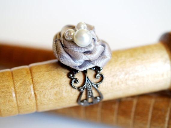 Pearl and Gray Ribbon Ring