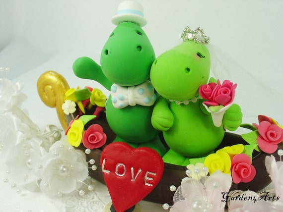 Love dinosaur couple with sweet gondola (custom order)