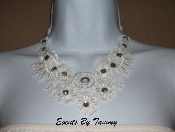 Beautiful White Floral Venise Lace Bib Necklace With Round Rhinestones