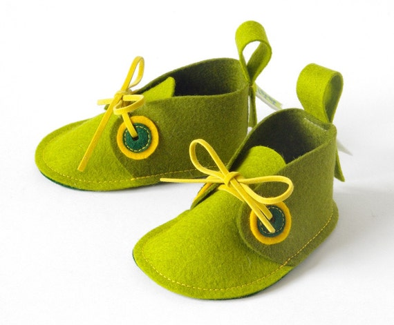 Green baby booties - Pip soft sole baby shoes in pure wool felt - newborn baby shoes