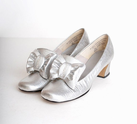 Size 8 Vintage 60s MOD Silver Rhinestone Bow Loafers 38
