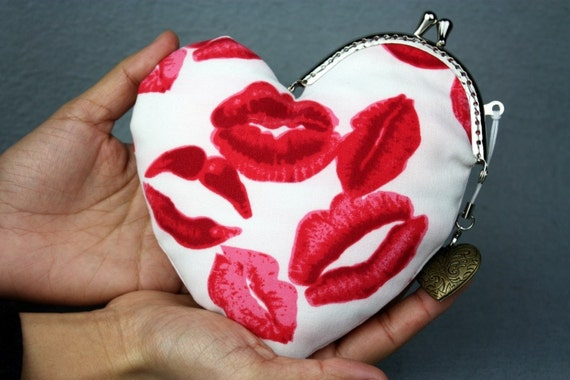 Kiss Your Heart Purse - Kiss Lips Cotton Fabric with Metal Frame & Bag Belt