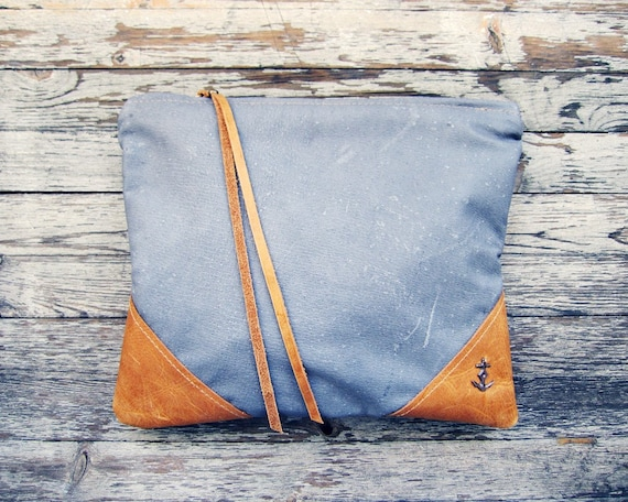 THE LIBRO grey leather pouch