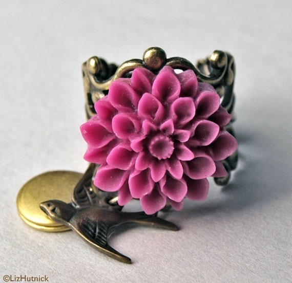 Victoriana Locket Ring - Free Shipping