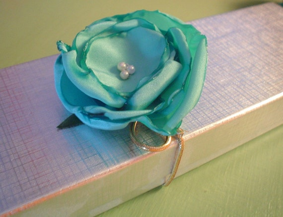 Upcycled Giftwrap Flowers