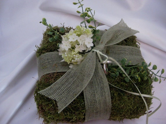 The Daniel Moss Ring Bearer Pillow with Cream Hydrangea