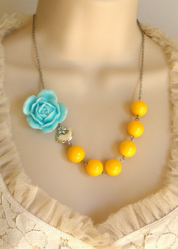 Blue and Yellow Cabochon Rose Beaded Necklace
