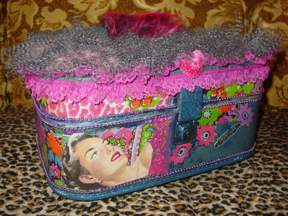 FUNKY recycled   groovy retro 60s style train makeup case  Tour Lite  by Neevel