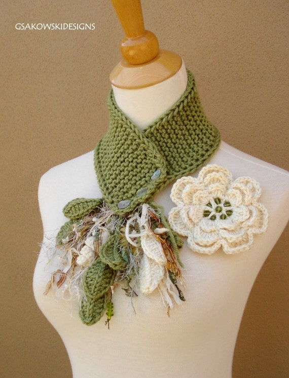 Cream Flower Scarflette