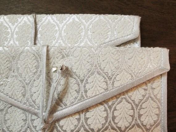 Set of Two Envelopes