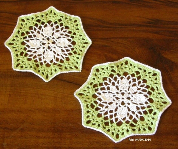 COASTERS White Flower in Spring Green, Doily, Pair, Home Decor