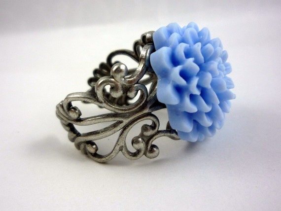 Fresh Periwinkle Chrysanthemum Ring