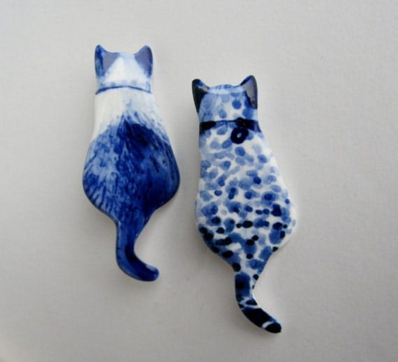 Handpainted Delft porcelain Brooch - Cat