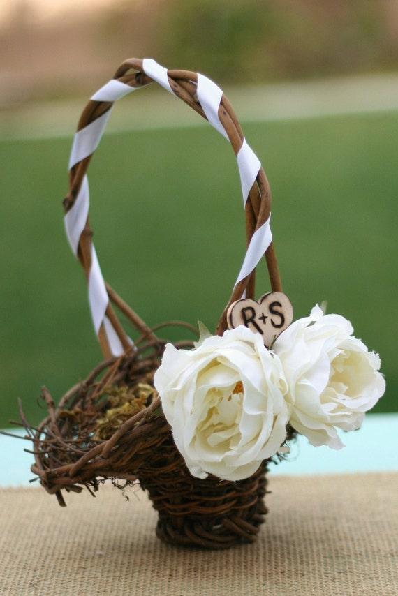 Персонализированные С Вашим инициалы выгравированы на цветы дерево корзины Девушка сердца