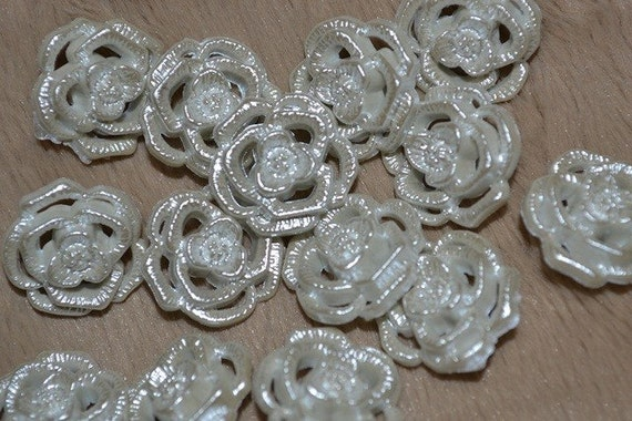 50 white rose shape buttons