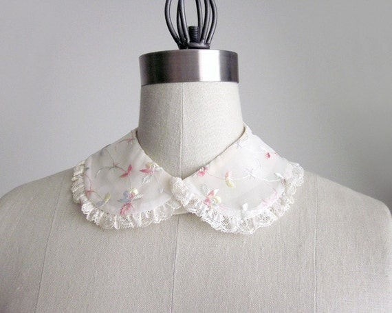 50s vintage white EMBROIDERED floral lace collar