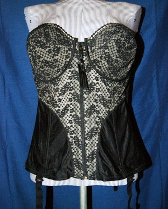 SALE.......Lady Marlene Vintage Inspired Black Lace Corset with Boning Size 40D
