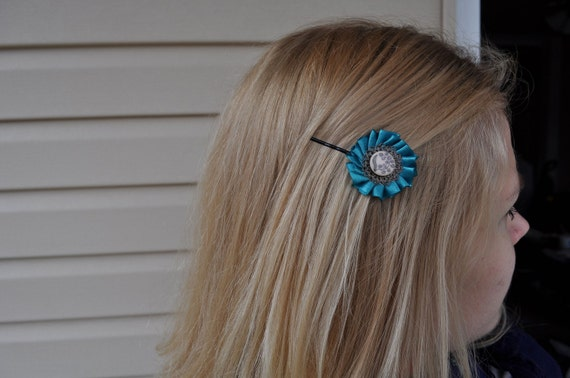 vintage inspired emerald green flower hairpin