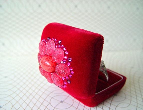 Scarlett Laurels - Ring Pillow Box vintage pink, red, purple, orange, magenta Swarovski crystal