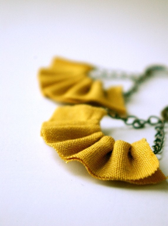 linen ruffle earrings. available in several colors.