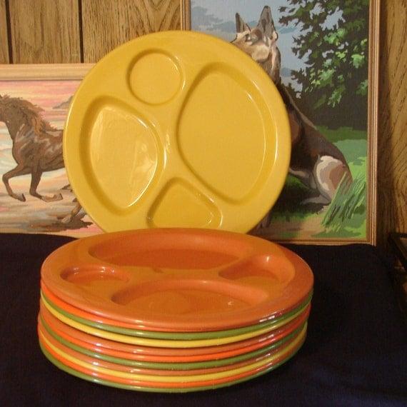 Vintage Plastic Picnic Plates