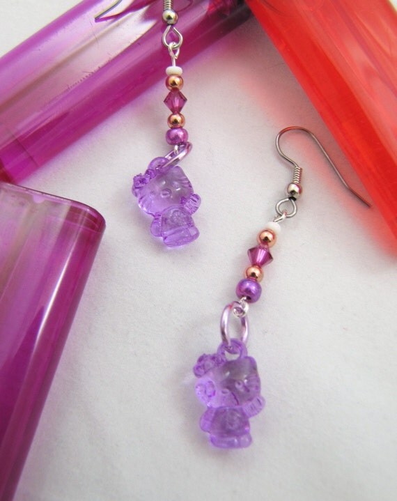 Lucite Hello Kitty Earrings: gold and white seed beads, pink swarovski crystal, pinkish-purple clear hello kitty beads