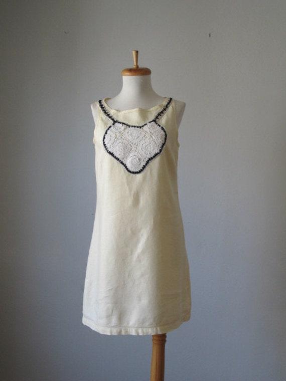 Vintage 70s Pale Yellow Linen Crocheted Bib Hippie A line Dress