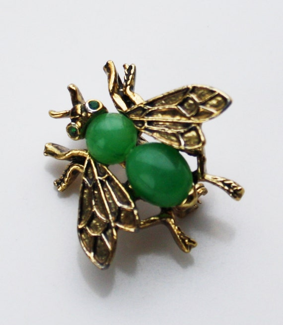 Vintage Figural Brooch  Jade green bee insect by tootsystreasures from etsy.com
