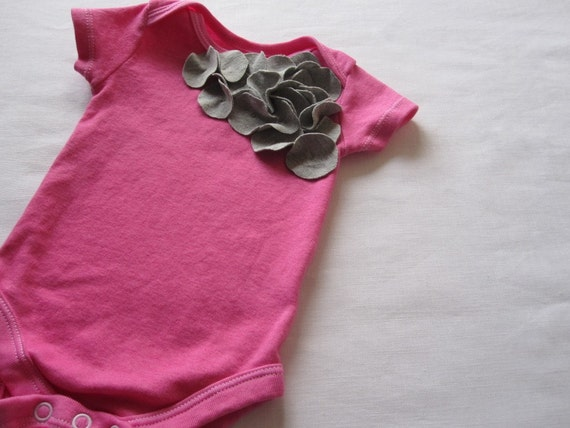 grey circle cluster baby bodysuit