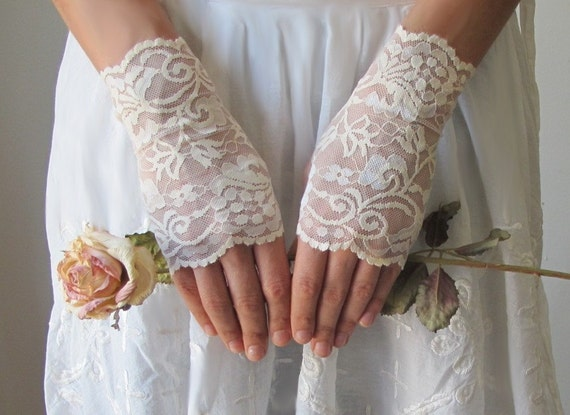 Wedding Gloves, IVORY, lace wedding accessory, fingerless gloves, bridal accessory