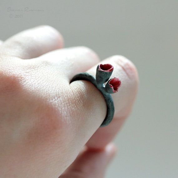 T12 Black and Red Organic Tulip ring
