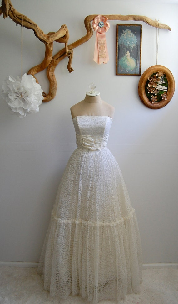 The Mae- Vintage Late 1950s Strapless Lace Wedding Gown