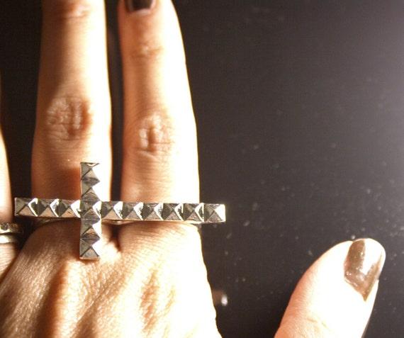 studded cross double finger ring