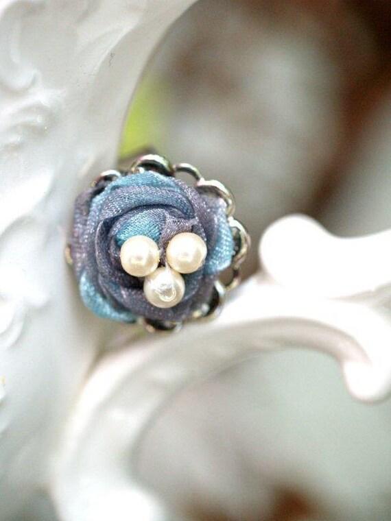 Iridescent Shimmer Nest Ring