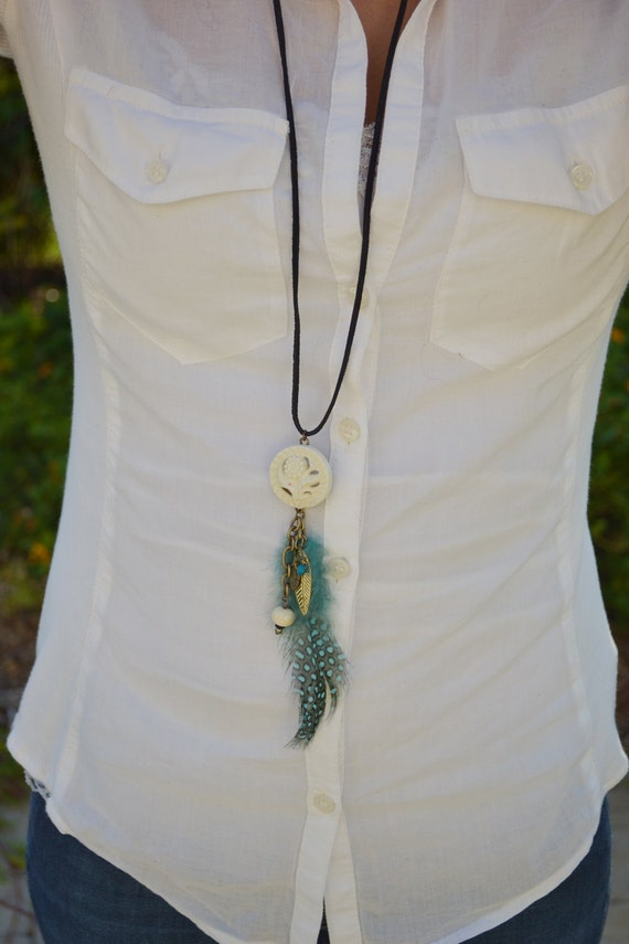feather necklace - vintage charm